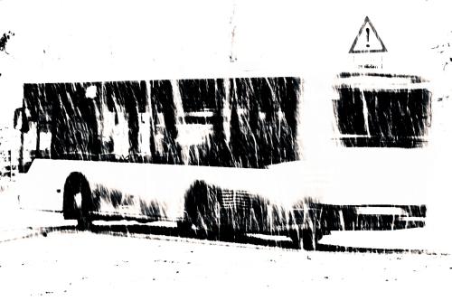 bus, biegt ab, kreuzung, heftiger schneefall, später nachmittag, winter
